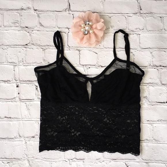 c6b9d1884a04a Solemio Los Angeles black lace crop top. M 5aafcad0d39ca2ce3fef231e